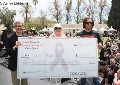 RIDE-FOR-RONNIE-2018-David-Wong---Wendy-Dio---Sandy-Kapoor-check-presentation-by-Gene-Kirkland